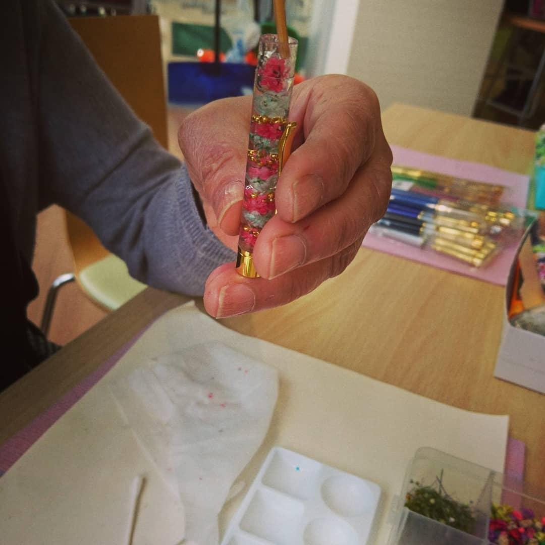 ワークショップをしました。  レジンでハーバリウム風  フラワー ボールペン 『楽しい♡ 楽しい♡』と 2 #flower