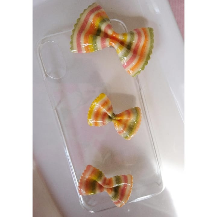iPhone(スマホ)ケースのご依頼でした。  カラフルなリボンが可愛いです。  #レジン#レジン作品 #レジン雑貨 #レジンクラフト #レジン作家 #レジンハンドメイド #レジン液 UV#resincrafts#macaroni#pasta#iPhone