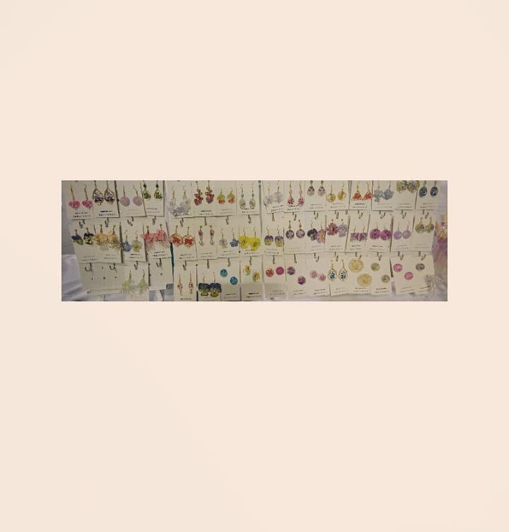 #信州花フェスタ2019  #信州花フェスタ2019 . . 信州花フェスタ2019にゴールデンウィーク中の 5/3日、4日、5日と . 今回 6月1日、2日も 出展いたしました。 . . 5日に渡り参加させて頂きましたが . おかげさまで今回、毎日 完売致しました。 . . 大勢のお客様にご来店頂き 素敵な出会いに心より感謝申し上げます。 . この度お買い上げ頂きました皆様 また、再度わざわざお越し下さいましたお客様、 . 誠にありがとうございました。 . また、作品についても あたたかいお声掛けも頂き 大変嬉しく存じましたm(_ _)m .  今後のイベント参加にもまた是非とも ご来場くださいませ。 . またのご縁がございますように❤️ .
